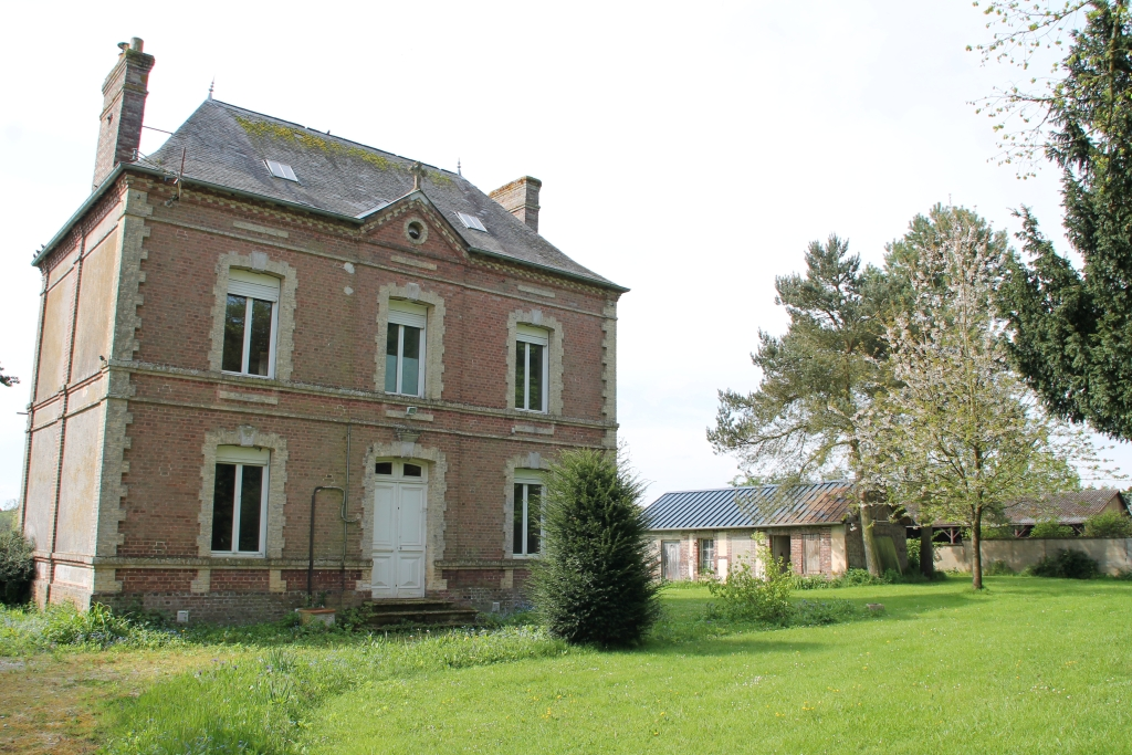 La facade avant du presbytère de Saint-Eloi-de-Fourques