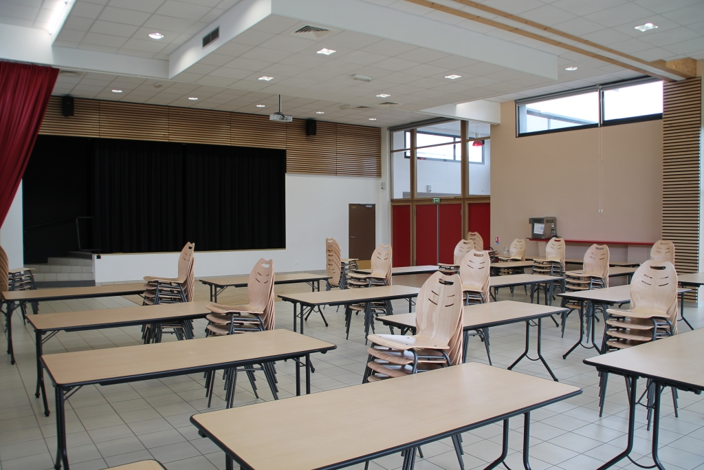 L'intérieur de la salle d'activités de Saint-Eloi-de-Fourques