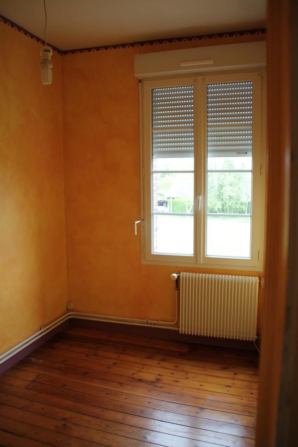 La chambre de 8 m2 du logement de la Mairie de Saint-Eloi-de-Fourques
