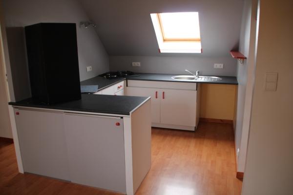 La cuisine aménagée du logement de la Mairie de Saint-Eloi-de-Fourques