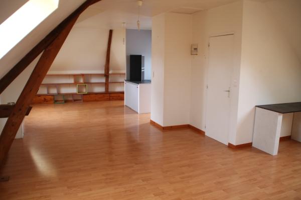 Le séjour du logement de la Mairie de Saint-Eloi-de-Fourques