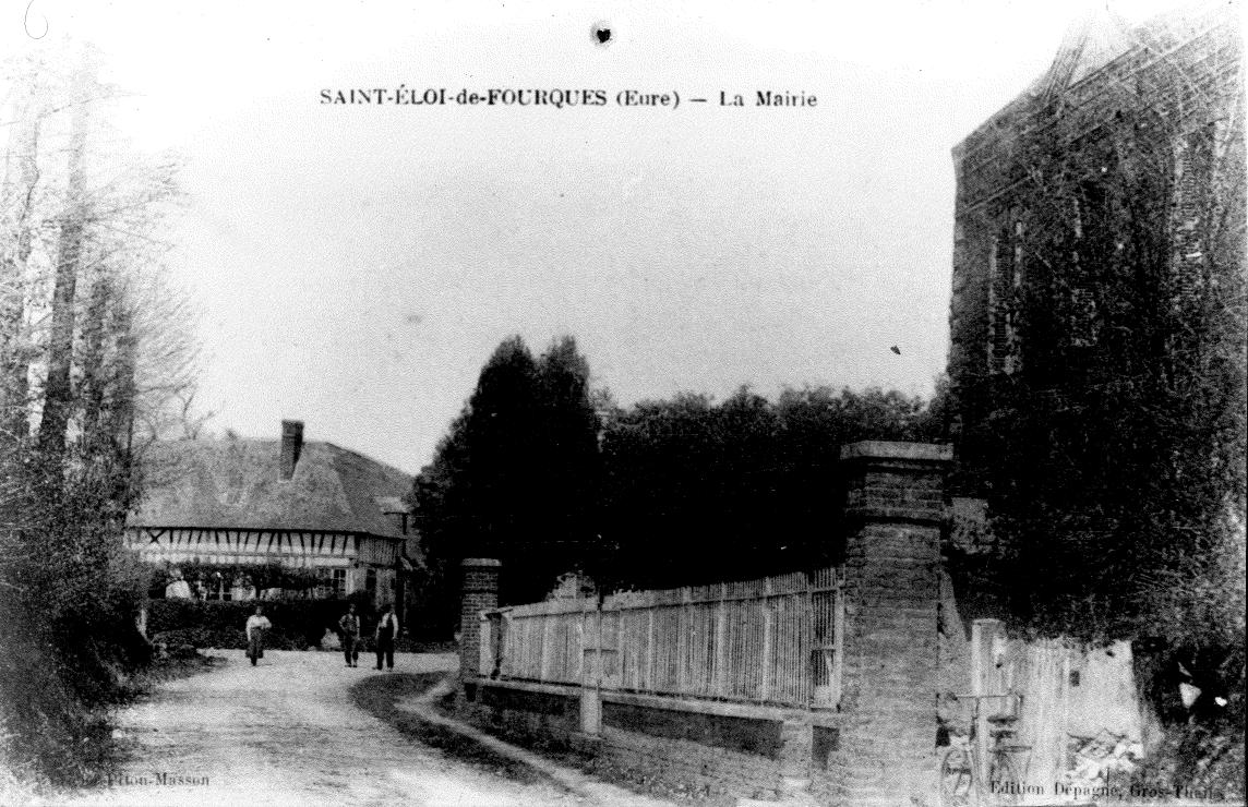 La Mairie de Saint-Eloi-de-Fourques un peu avant ou un peu après la 2e guerre mondiale ?
