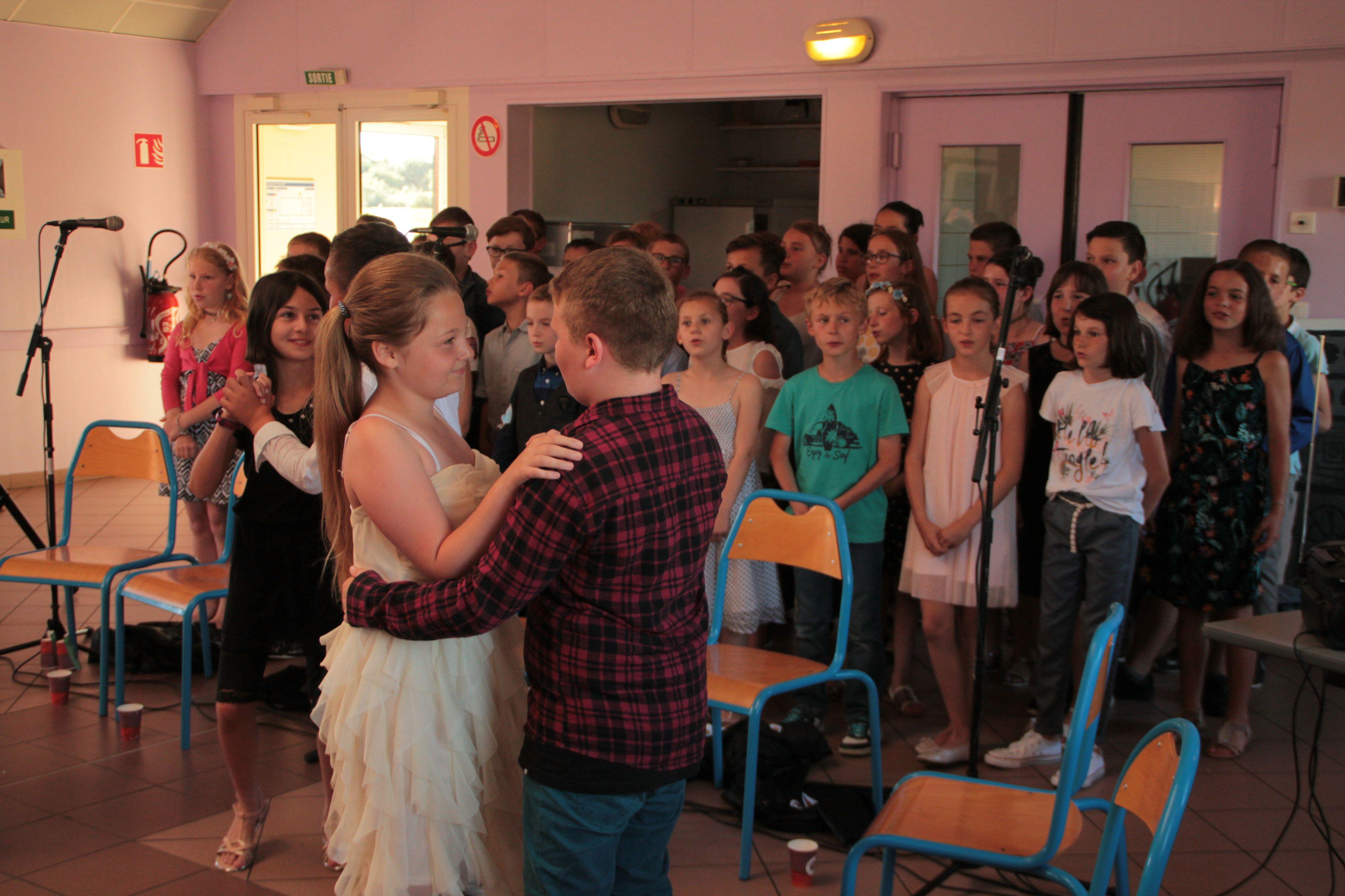 Les enfants de CM1/CM2 ont chanté. Ils ont dansé !